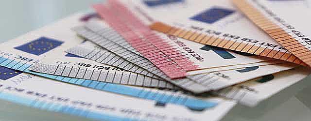 Geldscheine Preisverhandlung bei Immobilienverkauf Stuttgart